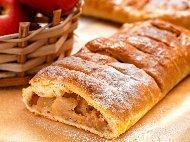 Рецепта Щрудел с кори от домашно тесто, ябълки, грис, прясно мляко и канела